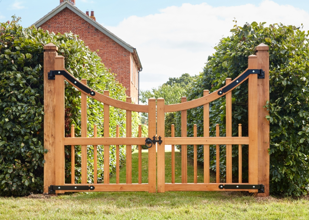 Hayman oak gate with curved top and shaped spindle uprights