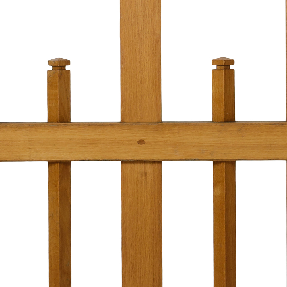 Hayman oak gate with shaped upright spindles