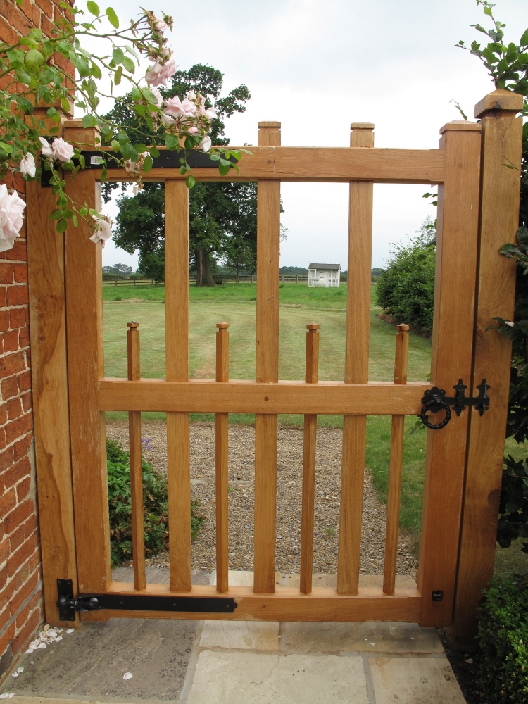 Hayman style oak gate with flat top and shaped uprights