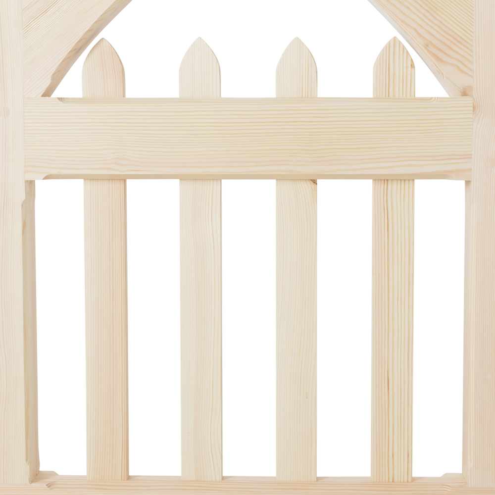 Uprights in wooden Girtin gate with pointed tops
