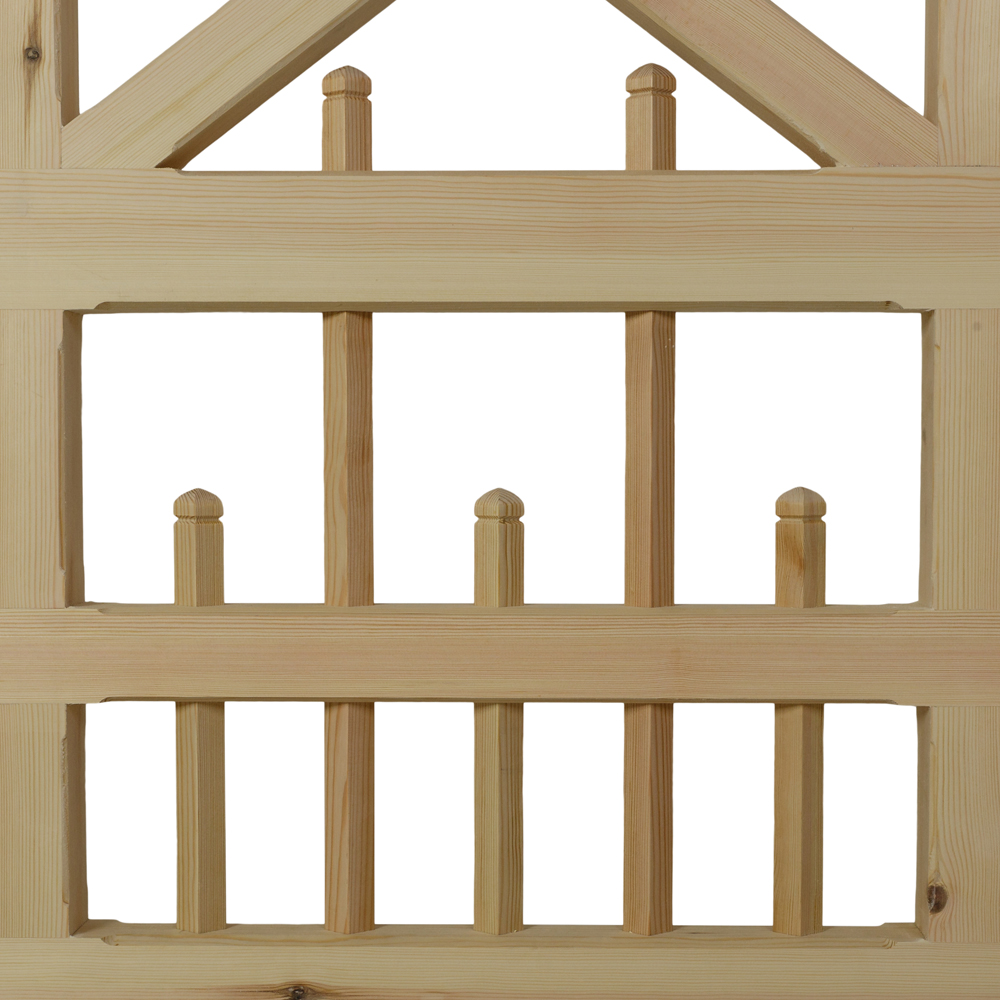 Softwood Haydon gate with pointed uprights